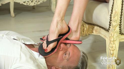 Cleaning Ivy Insomnias dirty feet - FULL HD WMV