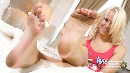 Licking a cute girls dirty soles... (MISS SERENA) - FULL HD WMV