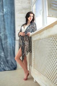 Lara D – Alsina -o6wv4fxqak.jpg