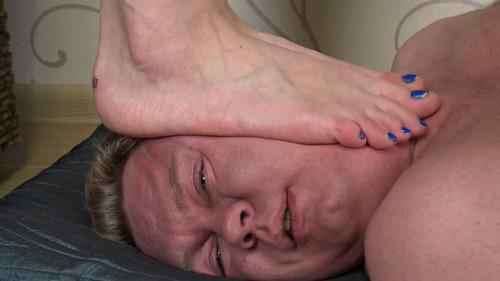 Linda & Jasmine & Anna - triple barefoot trampling Full HD