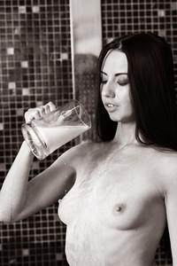 Veronica Snezna - Milk -r6wv4rmfab.jpg