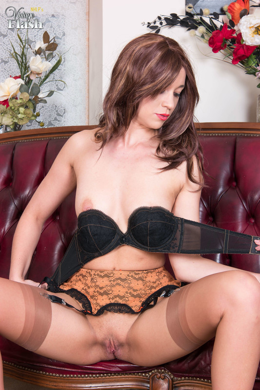 Tracy-Rose-Nyloned-and-heeled-to-ecstasy%21-46qo3a7dxm.jpg