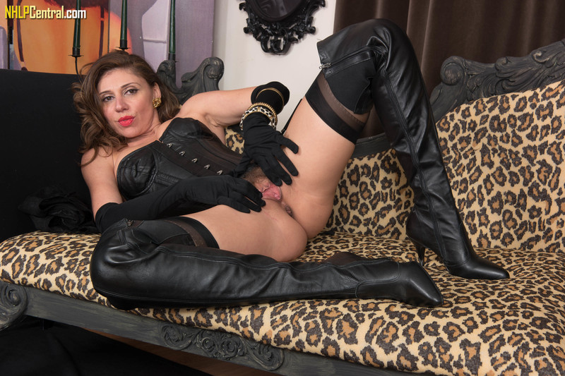 French-Chloe-Leather-and-nylon-time%21-c6qol9ml5b.jpg