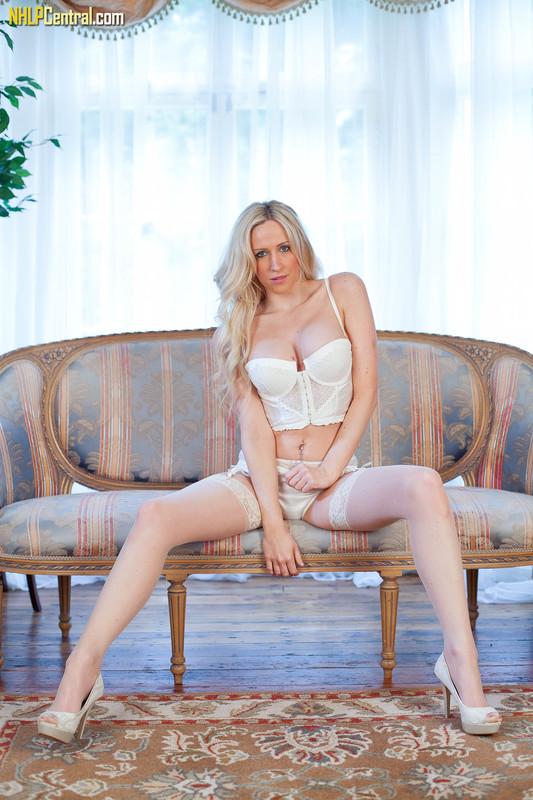 Samantha-Alexandra-More-than-a-lingerie-tease%21-p6qp41psq6.jpg