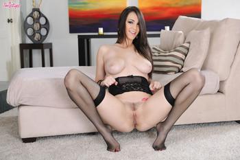 Holly Michaels - A Devil in Black t6xb33re63.jpg