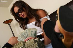Kyra-Covered-In-Cash--r6xhtgczgv.jpg
