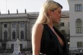 Jeanette Biedermann massive cleavage