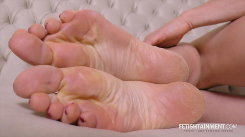 Vivian's sweaty feet - FULL HD WMV