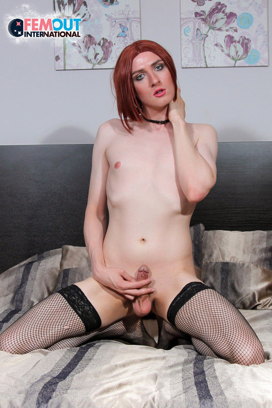 Kate Black Strokes Her Cock! (11 August 2018)