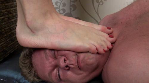 Eva & Linda - double barefoot trampling (with weighing) Full HD
