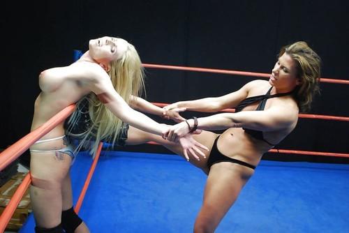 ساخنة حلبة المصارعة