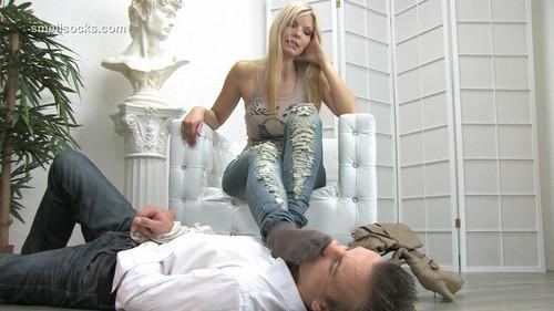 Sniffig her very stinky Socks ( Miss Denise ) - FULL HD WMV
