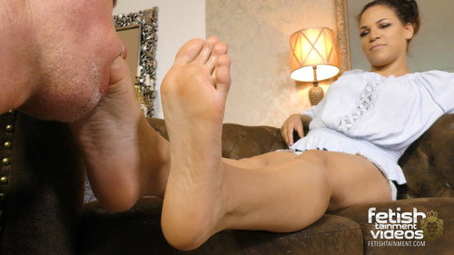 Lick the sweaty off Mary Jbare feet and eat the toe jam!