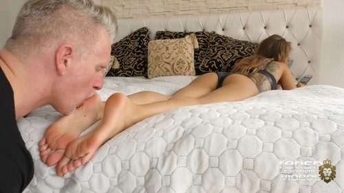 All he wants is to lick her feet ! ( MISS LILLY ) - FULL HD WMV