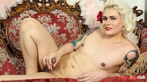 Isabella Sorrenti Fucks Herself - Isabella Sorrenti - tgirls.xxx