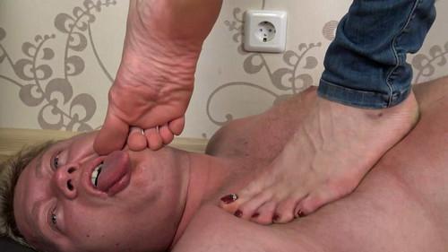 Helen - barefoot trampling Full HD