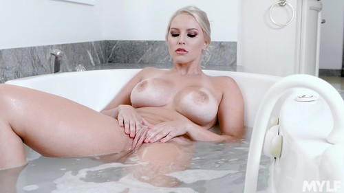 Vanessa Cage - Blonde MILF Wants You To Cum