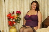 Eva J - British Mature Housewife m6rhbox2nx.jpg