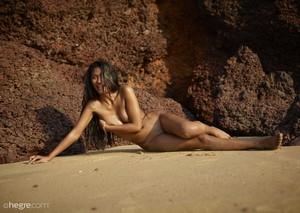Nuna-Indian-Beach-Beauty--27a0nxqsme.jpg
