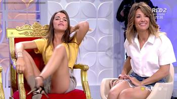 Violeta, cameltoe en shorts 'myhyv'