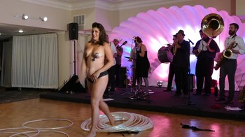 Celebrity Content - Naked On Stage - Page 9 Ud0j33bo02pk