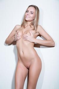 Katya Clover - Swan c6r8muggs0.jpg