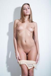Katya-Clover-Swan-v6r8mud1hk.jpg