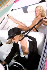 Jessica Barton & Hollie Winnard  z6rk9d7laz.jpg