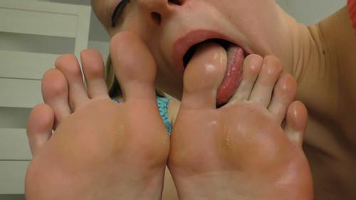 Slave Girl Loves My Big Sweaty Feet FULL HD