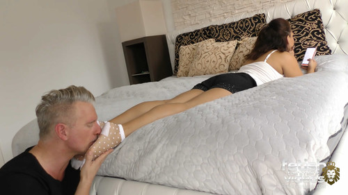 Miss Mary ignores him while he licked her feet - FULL HD WMV
