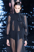 Vittoria-Ceretti-seethrough-%40-the-catwalk-76rmfrtrzs.jpg