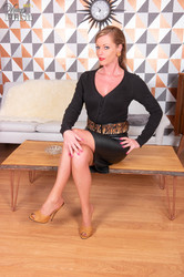 Holly Kiss - Laying the table m7be2e3ljw.jpg