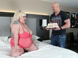 24irmll0zfux - Genevieve LaFleur - Birthday Sex For Genevieve