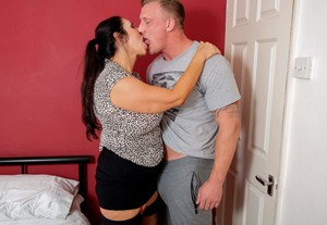 z6vknshp2g27 - Josephine James - British big breasted Temptress having a date night