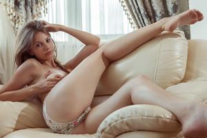 Emma Sweet – Mebri u7b2w9mo4r.jpg