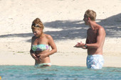 Billie-Piper-topless-%40-the-beach-x6rrdrpkip.jpg