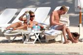 Billie-Piper-topless-%40-the-beach-e6rrdrjmon.jpg