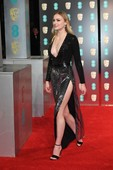 Sopie-Turner-sexy-cleavage-%40-the-red-carpet-x6rrets5hf.jpg