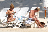 Billie Piper topless @ the beach 06rrdrk4ne.jpg