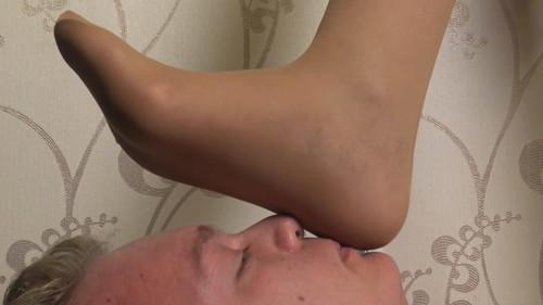 Milena - pantyhose trampling Full HD