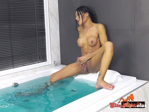 Donut Gets Wet -  - ladyboyplay.com