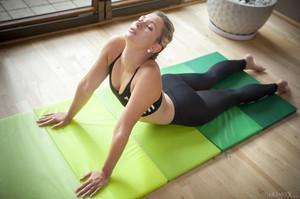 Tracy Lindsay In Flexible 1 - February 02, 2018u6rtj5mn7h.jpg