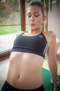 Tracy Lindsay In Flexible 1 - February 02, 2018p6rtj5tdqj.jpg