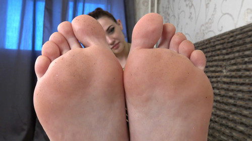 Vicky - bare feet teasing Full HD