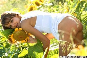 Michelle Jean - Michelle Is A Sunflower46wd7xxy3o.jpg