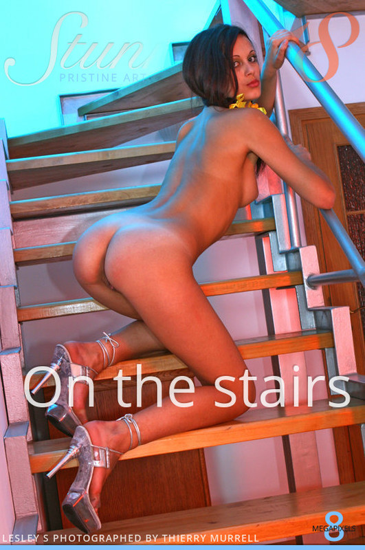 Lesley S - On the stairs (29-10-2018)