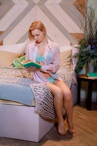 Hilary Wind In Light Reading - October 30, 201846sc47byyj.jpg