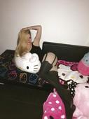Avril-Lavigne-stolen-nude-pics-06s8i7qa4c.jpg