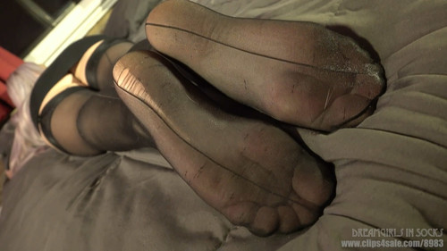 Avery's Sleepy Feet - (Full HD 1080p Version)